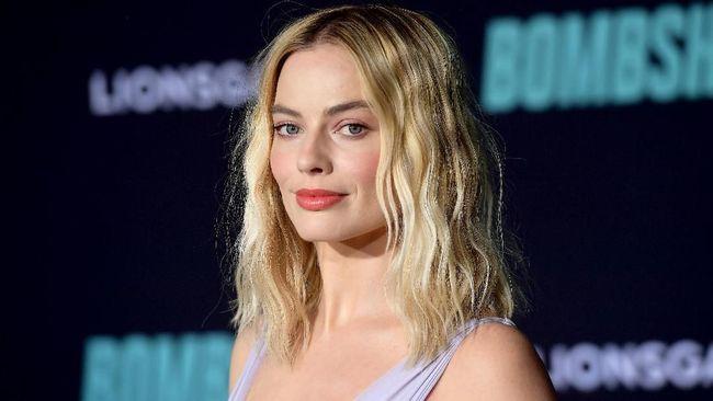 Aktris Margot Robbie dilaporkan bakal mengerjakan proyek film baru yang masih dirahasiakan bersama Christian Bale.