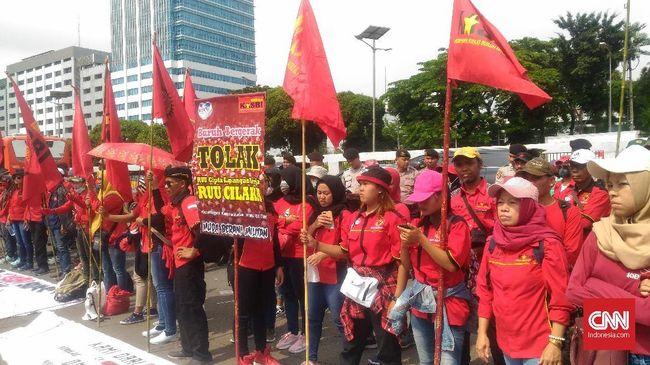 Dalam RUU Omnibus Law Cipta Lapangan Kerja, pemerintah berjanji meningkatkan perlindungan hak pekerja outsourcing.