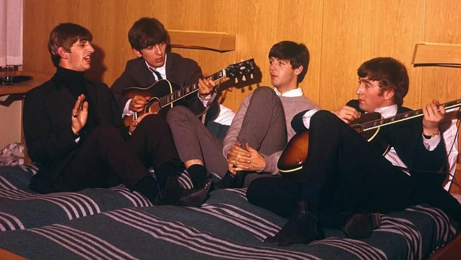 Kertas Lirik Lagu Peninggalan The Beatles Dilelang Rp2,7 Miliar