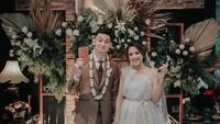 <p>Marcell Darwin resmi melepas masa lajang dengan mempersunting Nabila Faisal. Mereka menikah pada Minggu, 12 Januari 2020 di kawasan Kebayoran Baru, Jakarta Selatan. (Foto by Alienchophoto via Instagram @dibaliklayarorganizer)</p>
