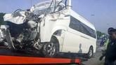 Mobil minibus yang ditumpangi Kento Momota rusak cukup parah usai mengalami kecelakaan hebat di Putrajaya, Malaysia, Senin (13/1).