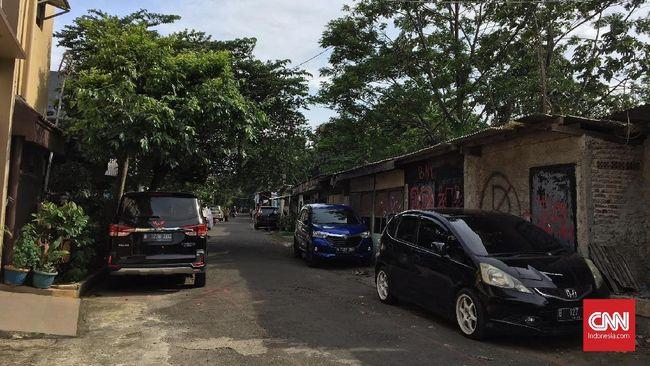 Parkir paralel biasa dilakukan saat Anda harus menaruh mobil di area tanpa garasi, seperti pinggir jalan. Berikut cara parkir mobil paralel dengan mudah.