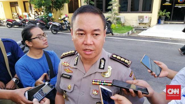 Polisi saat ini belum bisa memanggil terduga pelaku fetish jarik, Gilang karena kasus belum baik ke penyidikan.