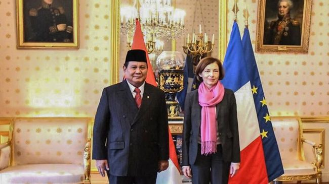 Menteri Pertahanan Prabowo Subianto menyatakan berminat menggandeng perusahaan industri pertahanan Prancis untuk memajukan alat utama sistem persenjataan RI.