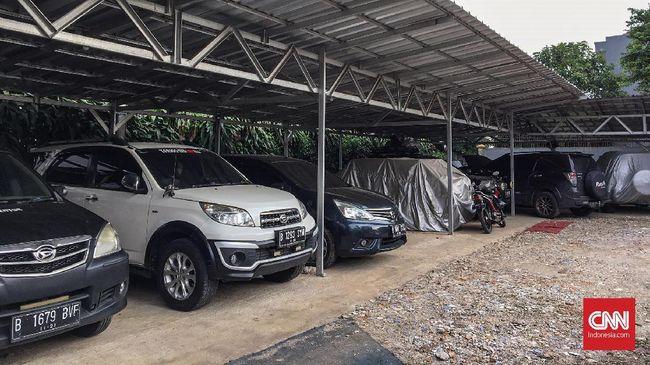 Menyewa lahan parkir menjadi solusi praktis buat Anda yang punya mobil tapi tak punya garasi. Kita cukup membayar iuran, dengan begitu mobil bebas keluar masuk layaknya punya garasi sendiri.
