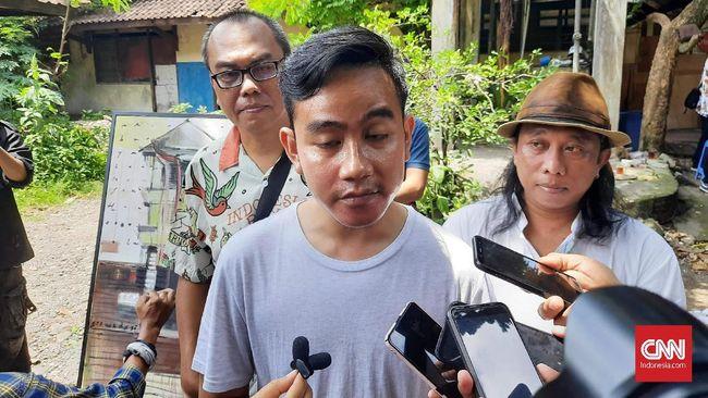 Paguyuban pedagang kaki lima Solo meminta bakal Calon Wali Kota Solo, Gibran Rakabuming Raka menghidupkan kembali Sunday Market Manahan.