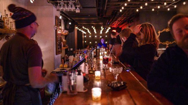 RUU Minuman Beralkohol membolehkan miras di tempat-tempat tertentu, seperti hotel bintang lima, bar, pub, hingga restoran bertanda khusus.