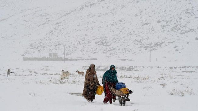 Longsor yang terjadi di Pakistan utara akibat salju tebal menewaskan 77 orang dan sekitar 94 menderita luka-luka.