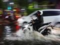 Surabaya Banjir, Pemkot Salahkan Sumbatan Sampah Pertokoan