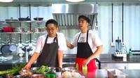 <p>Interior dapurnya terlihat ketika Vidi Aldiano membuat vlog masak dengan Renatta. (Foto: YouTube Vidi Aldiano)</p>