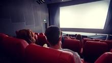 Inggris Mulai Wajibkan Penggunaan Masker di Bioskop