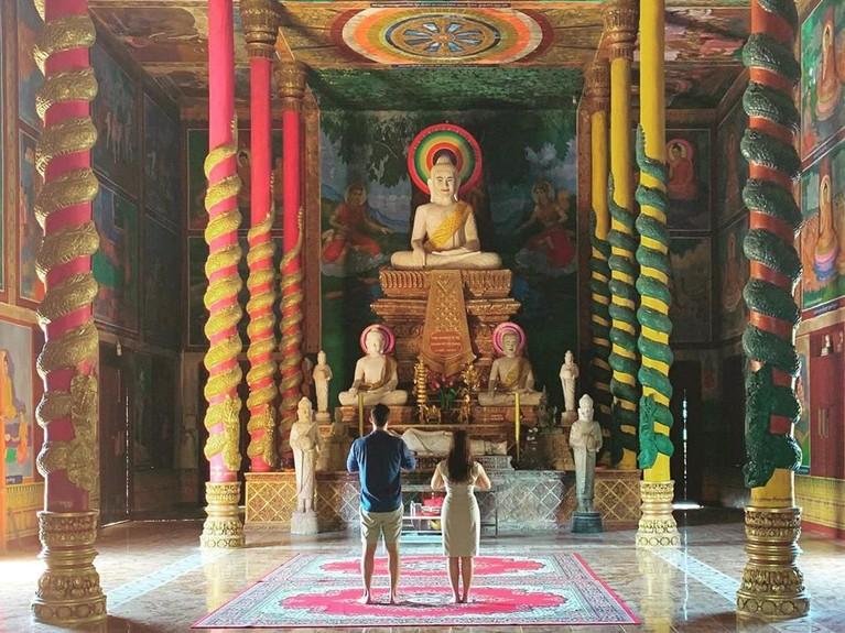 Mike Lewis dan kekasihnya, Janisaa Pradja, tengah berada di Kamboja untuk berlibur.