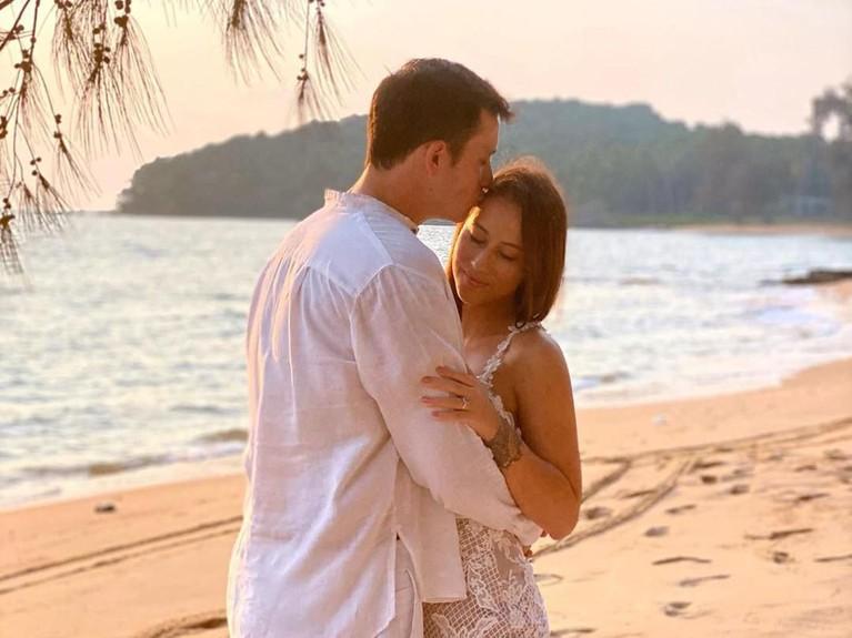 Mike Lewis dan Janisaa pun kini siap menuju gerbang pernikahan. Meski begitu, mereka belum membeberkan kapan pernikahan tersebut akan digelar.