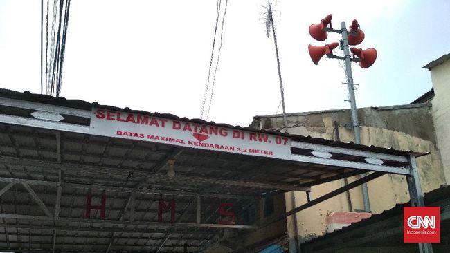 Setelah Gubernur Anies mengkritik pengadaan toa banjir Rp4 miliar, Pemprov DKI menyetop pengadaannya.