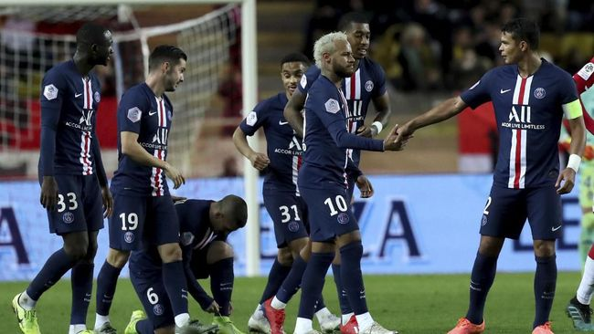 PSG players celebrate after PSG's Pablo Sarabia, second left, scored his side's third goal during the French League One soccer match between Monaco and Paris Saint-Germain at the Louis II stadium in Monaco, Wednesday, Jan. 15, 2019. (AP Photo/Daniel Cole)