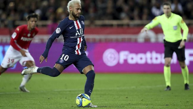 PSG's Neymar scores his side's second goal from a penalty shot during the French League One soccer match between Monaco and Paris Saint-Germain at the Louis II stadium in Monaco, Wednesday, Jan. 15, 2019. (AP Photo/Daniel Cole)