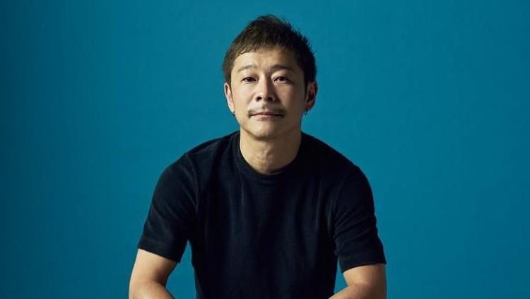 Miliarder asal Jepang mengumumkan sedang mencari pasangan hidup yang bisa diajak ke bulan. Tak main-main, ada kriteria khusus untuk wanita yang akan dipilihnya.