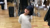 Zoe lahir pada tanggal 23 Mei 2013, Bunda. Di usia 6,5 tahun ada saja gayanya yang membuat netizen tertawa. (Foto: Instagram @zoeibrahim)