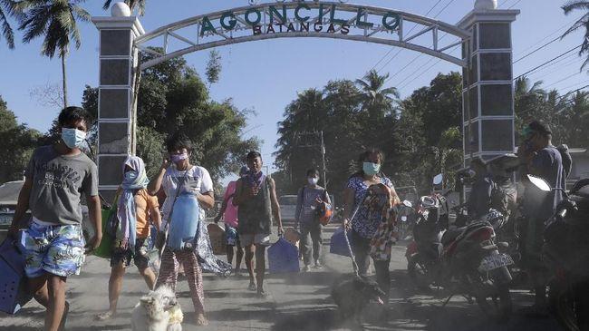 Pemerintah Filipina mengizinkan warga untuk kembali ke rumah setelah aktivitas gunung Taal mengalami penurunan pada Minggu (26/1).