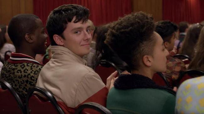 Serial Sex Education musim dua akan tayang mulai Jumat (17/1) di Netflix. Otis diceritakan tak dapat melepaskan bayang-bayang Maeve.