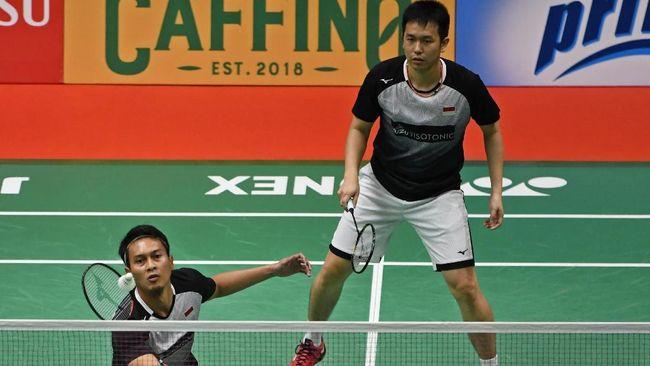 Dua wakil Indonesia yaitu Greysia Polii/Apriyani Rahayu dan Mohammad Ahsan/Hendra Setiawan melangkah ke semifinal Toyota Thailand Open 2021.