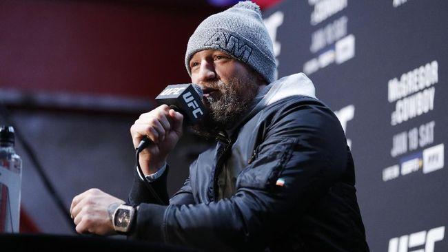 Presiden Ultimate Fighting Championship (UFC) Dana White tidak peduli dengan rumor Conor McGregor melawan Manny Pacquiao.