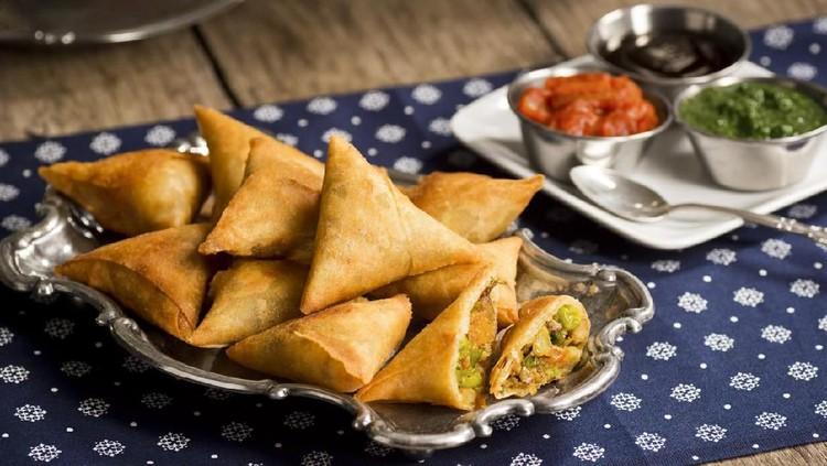 Ingin mencoba camilan ala Timur Tengah yang gampang dibuat di rumah? Pas banget nih, HaiBunda pilihkan resep samosa yang bisa Bunda sajikan di akhir pekan.