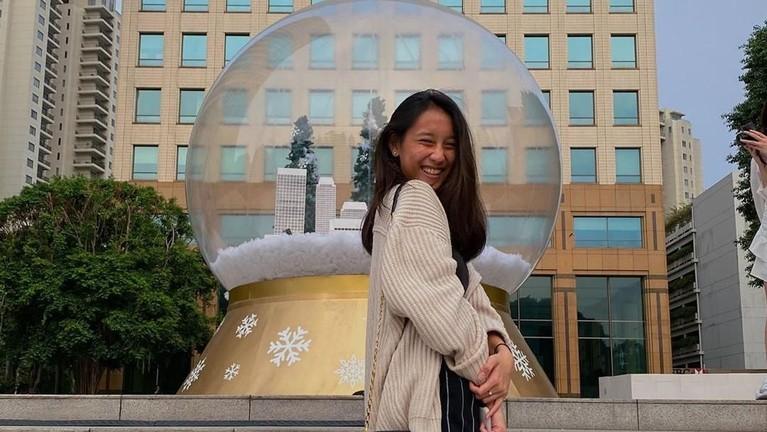 Netizen menilai beranjak dewasa, artis berambut panjang ini terlihat lebih berbeda dari sebelumnya. Ia selalu tampil cantik dan tersenyum di depan kamera.