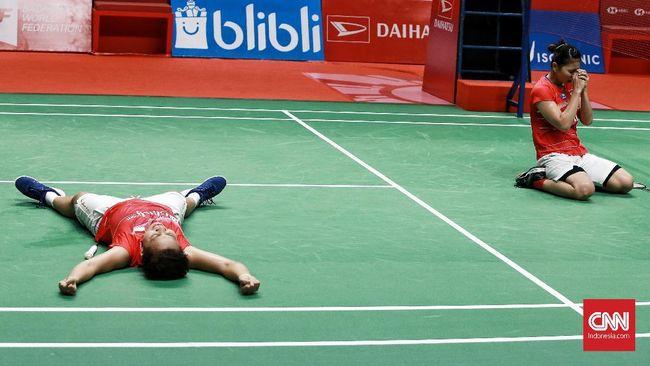Apriyani Rahayu tak kuasa menahan air mata saat berbicara di hadapan media usai menjadi juara bersama Greysia Polii di Indonesia Masters 2020, Minggu (19/1).
