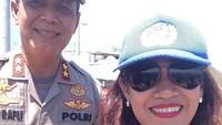 <p>Di luar kontroversinya yang mengaku sebagai ratu Keraton Agung Sejagat, Fanni sering terlibat dalam kegiatan bantuan sosial. Salah satunya saat berfoto dengan aparat kepolisian, ketika turun memberikan bantuan ke korban bencana alam Palu, Sigi, dan Donggala. (Foto: Instagram @fanniaminadia)</p>