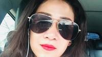 <p>Di tahun 2017 silam, Fanni sudah sering memajang foto selfie di akun Instagram miliknya. Wajahnya terlihat lebih segar dengan makeup dan rambut hitam. (Foto: Instagram @fanniaminadia)</p>