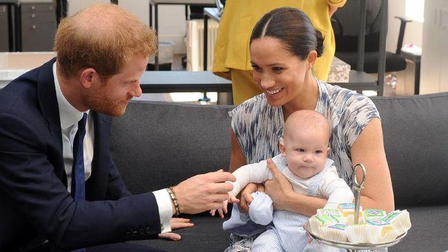 Sebagai bentuk perayaan HUT anak mereka Archie, Harry-Meghan meminta para penggemar untuk berdonasi bagi vaksin Corona.