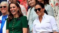 <p>Keakraban Kate Middleton dan Meghan Markle di Wimbledon 2019. (Foto: Instagram @kensingtonpalace)</p>