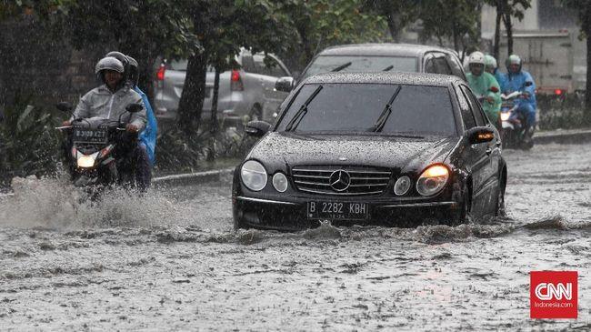 Masyarakat Indonesia sendiri menunggu musim kemarau karena dianggap bisa memusnahkan virus corona yang saat ini makin meluas.