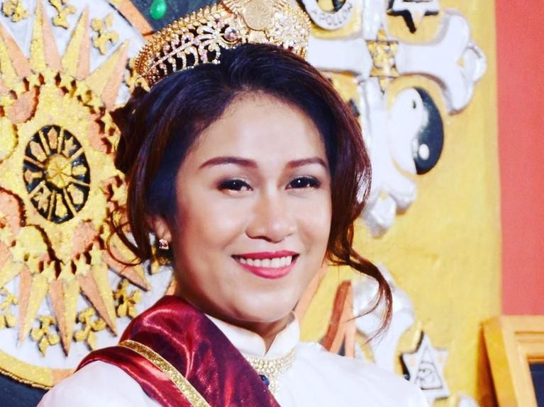 Sebelum viral karena menjadi Ratu di Keraton Agung Sejagat Purworejo, Jawa Tengah, kehidupan Fannia Aminadia terbilang sangat modern dan glamour.