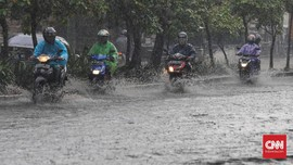 Banjir Setinggi 10-70 cm  Rendam 13 RW di Jakarta Selatan