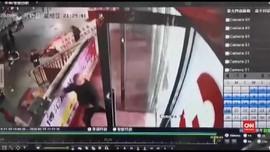 VIDEO: Gempa Bumi Mengguncang Xinjiang, China