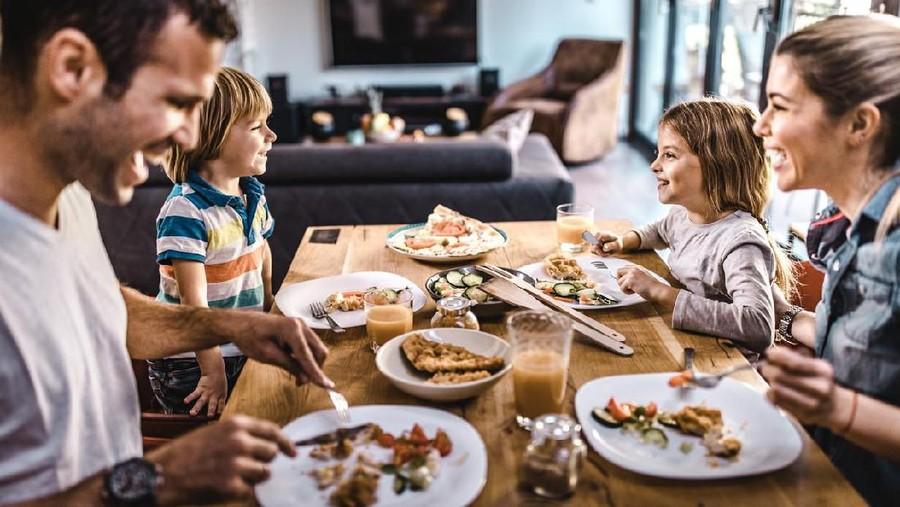 7 Kebiasaan Simpel Orang Tua yang Bantu Anak Lahap Makan