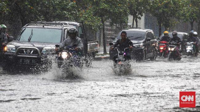 Air hujan bisa merusak komponen sepeda motor terbuat dari besi atau logam karena memiliki kadar asam tinggi.