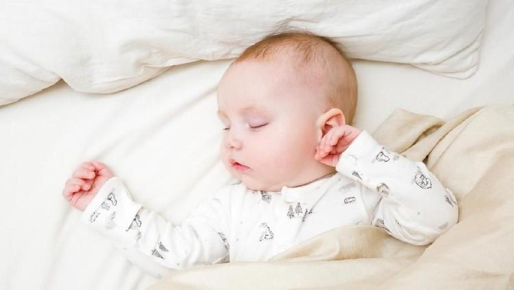 Setelah si kecil lahir, orang tua kerap punya pertanyaan. Salah satunya baiknya potong rambut bayi dilakukan sebelum atau setelah aqiqah ya?