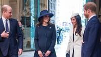 <p>Berita mundurnya Pangeran Harry dan Meghan Markle dari anggota senior keluarga Kerajaan Inggris begitu mengejutkan. Gelarnya resmi akan dicopot pada musim semi 2020 di Inggris. Harry dan Meghan tidak akan menyandang gelar HRH, tidak lagi mendapat tugas kerajaan, termasuk agenda resmi militer. (Foto: Instagram @kensingtonpalace)</p>