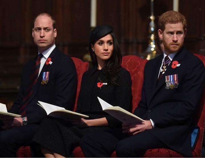 <p>Harry-Meghan bersama William menghadiri acara di gereja usai Kate Middleton melahirkan Pangeran Louis. Pangeran William tampak mengantuk karena begadang menemani Kate. (Foto: Instagram @kensingtonpalace)</p>