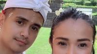 <p>Meski beda usia 17 tahun, rumah tangga Ajun Perwira dan Jennifer Jill selalu adem ayem lho. (Foto: Instagram @ajunperwira)</p>