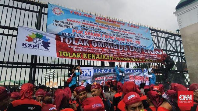 40 organisasi dan lembaga masyarakat sipil yang tergabung Fraksi Rakyat Indonesia (FRI) mengkritisi RUU Cilaka, dan menyandingkannya dengan hukum kolonial.