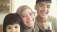 <p>Andhara dan keluarga kerap menghabiskan waktu bersama dengan melakukan hal-hal sederhana. (Foto: Instagram @andharaearly)</p>