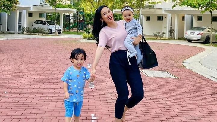 <p>Pesinetron Tya Arifin menikah dengan pebisnis asal Malaysia, Asyraf Khalid, pada 1 November 2015. (Foto: Instagram @tyaarifinnw)</p>