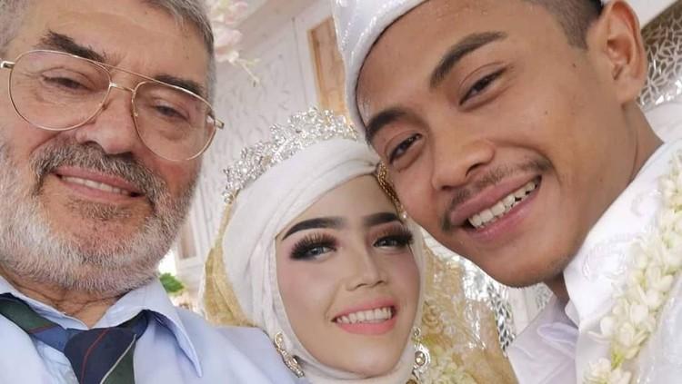 Seorang warga negara Indonesia, Risqi Prasetiasih meninggal dalam kecelakaan tragis bersama mertuanya di Italia. Risqi dikabarkan tengah hamil dua minggu.