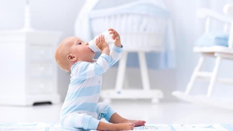 Bingung ingin memberikan susu jenis apa pada si kecil? Antara susu pasteurisasi atau susu UHT, kira-kira mana yang baik? Simak ulasan ahli ini ya.