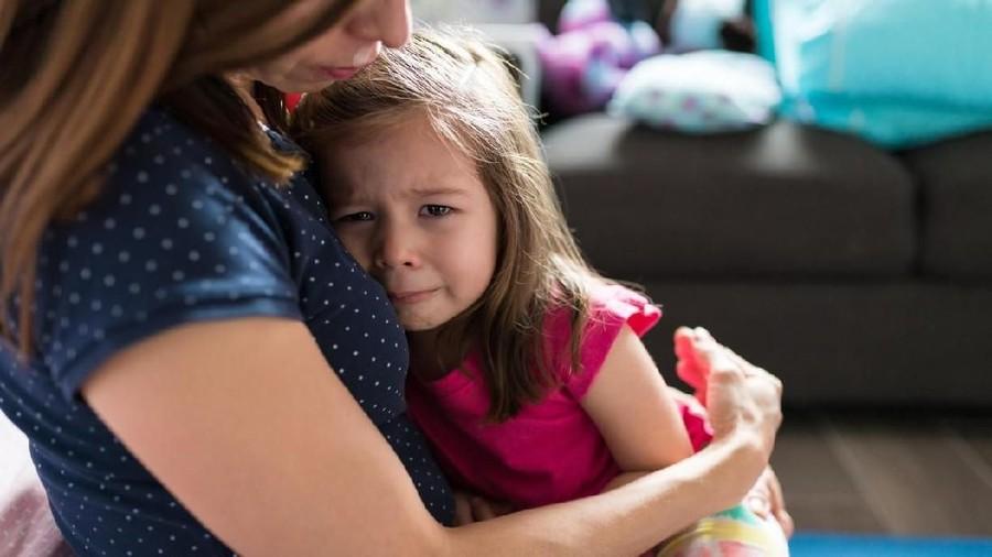 5 Cara Membuat Anak Tidak Menangis Ketika Bunda Berangkat Kerja