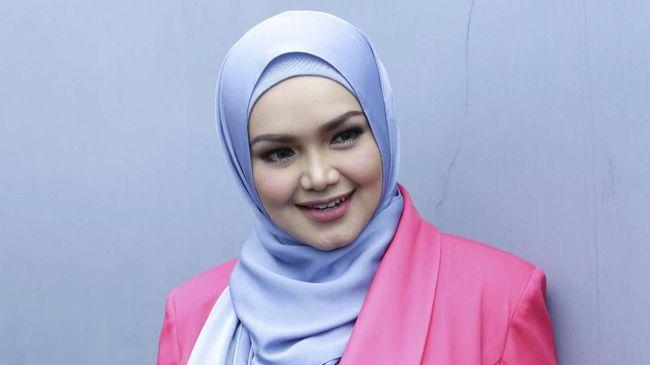 Dato' Siti Nurhaliza pada Senin (19/4) pagi melahirkan anak keduanya yang berjenis kelamin laki-laki.